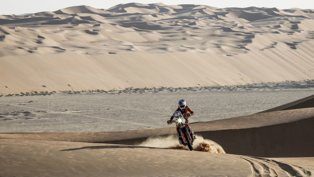 Sam Sunderland took a commanding lead in the Abu Dhabi Desert Challenge bikes category.