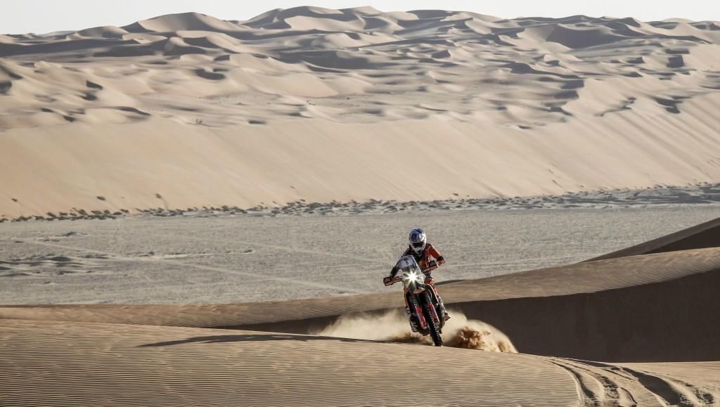 Sam Sunderland took a commanding lead in the Abu Dhabi Desert Challenge bikes category.