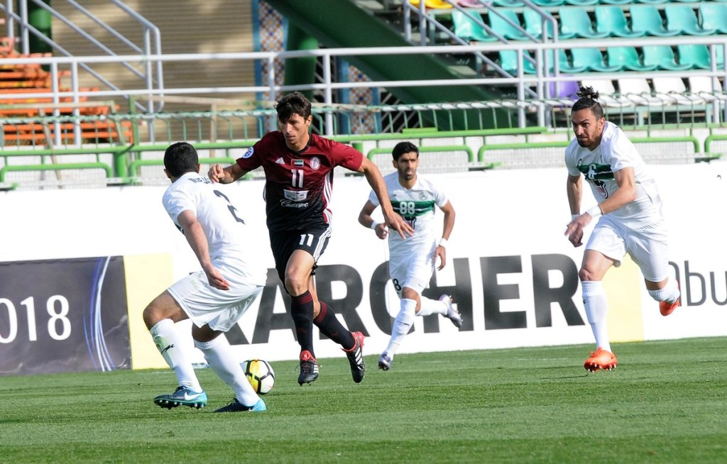 Sebastian Tagliabue (c) in action for Al Wahda at Zob Ahan (Twitter/@AlWahdaFCC).