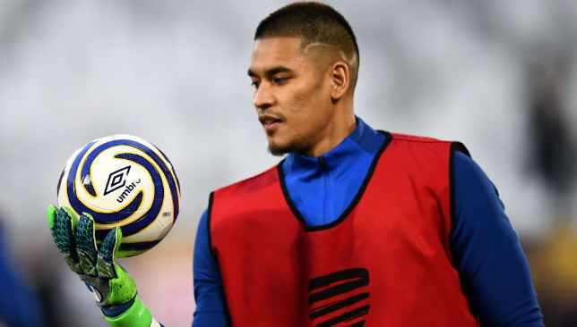 Alphonse Areola warms up