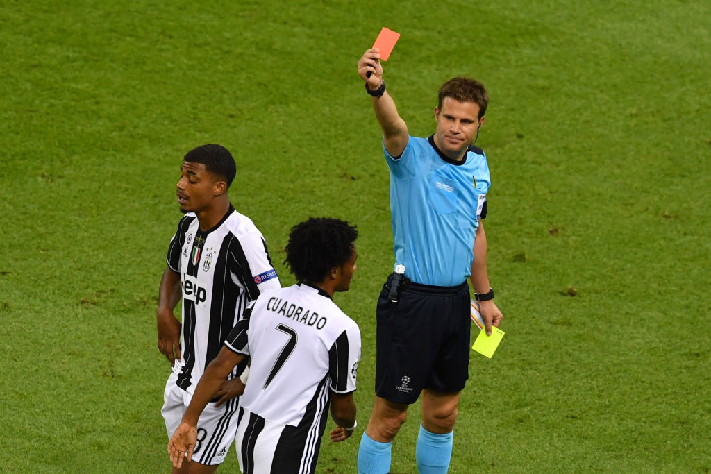 Juan Cuadrado is sent off in the Champions League final