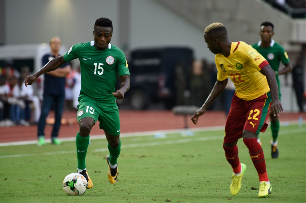 Cameroon's Serge Tchana (R) vies with Nigeria's Simon Moses during the 2018 FIFA World Cup qualifying football match between Nigeria and Cameroon at Godswill Akpabio International Stadium in Uyo, southern Nigeria, on September 1, 2017. / AFP PHOTO / PIUS UTOMI EKPEI (Photo credit should read PIUS UTOMI EKPEI/AFP/Getty Images)