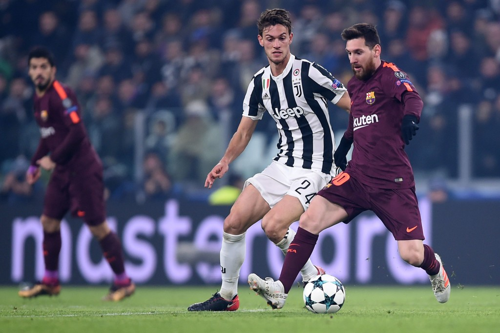 Barcelona's Argentinian forward Lionel Messi (R) vies with Juventus' defender from Italy Daniele Rugani during the UEFA Champions League Group D football match Juventus Barcelona on November 22, 2017 at the Juventus stadium in Turin. / AFP PHOTO / Filippo MONTEFORTE (Photo credit should read FILIPPO MONTEFORTE/AFP/Getty Images)
