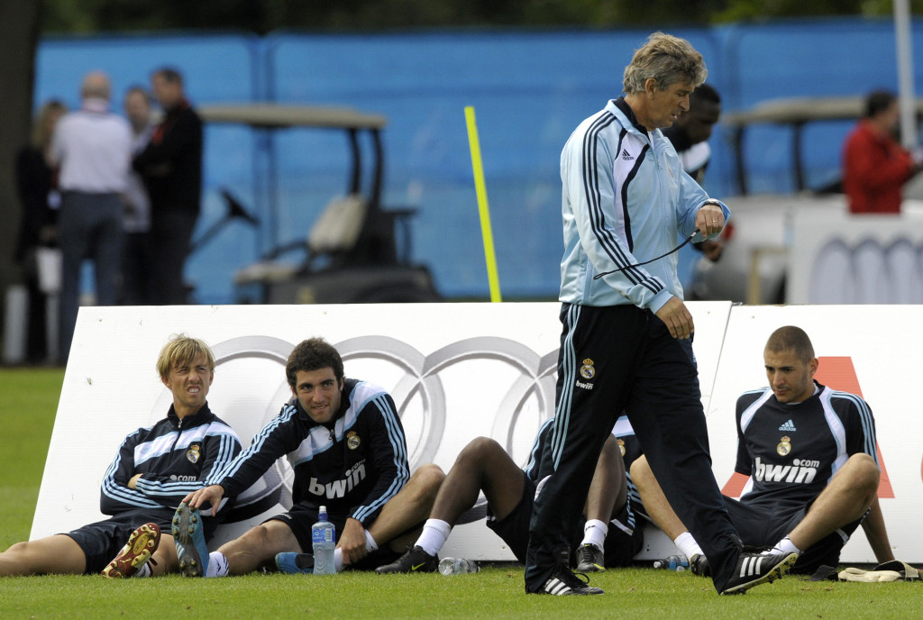 Gonzalo Higuain (2nd r) and Karim Benzema (l) at a Real Madrid training camp in 2009.