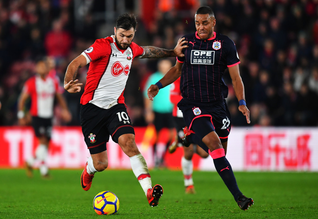 SOUTHAMPTON, ENGLAND - DECEMBER 23: Charlie Austin of Southampton is challenged by Mathias Jorgensen of Huddersfield Town during the Premier League match between Southampton and Huddersfield Town at St Mary's Stadium on December 23, 2017 in Southampton, England. (Photo by Dan Mullan/Getty Images)