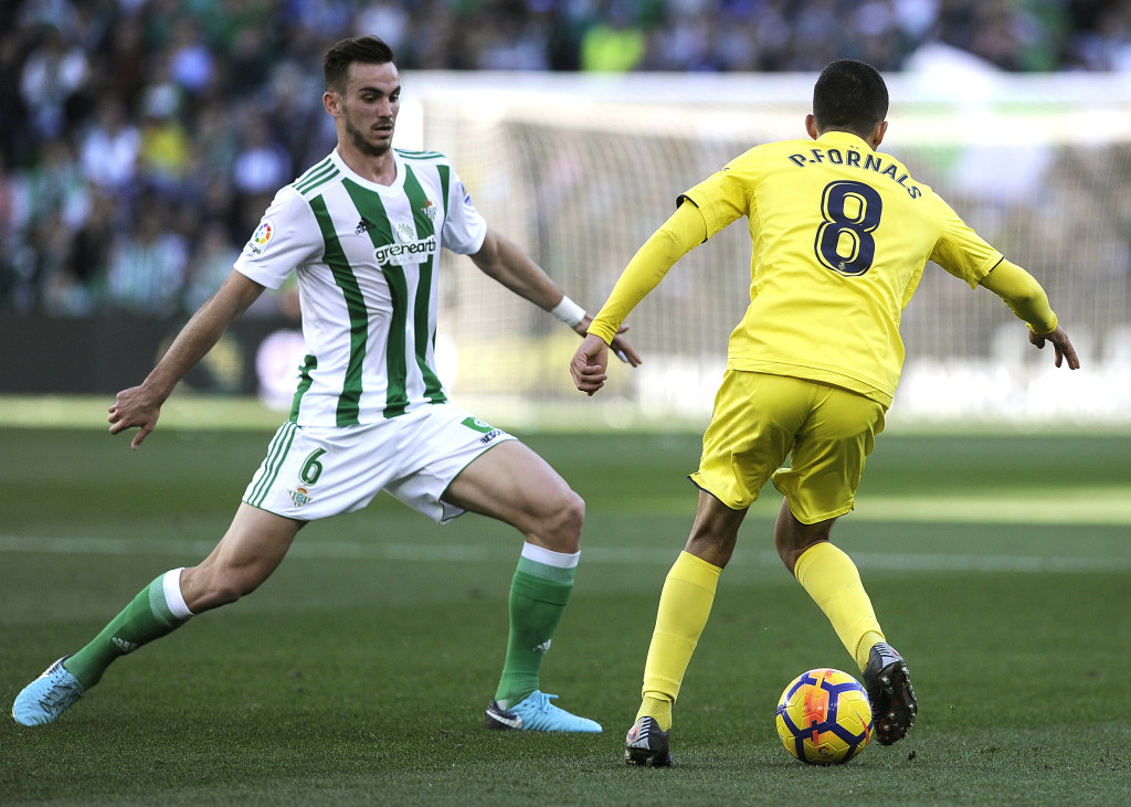 Real Betis' Spanish midfielder Fabian Ruiz (L) vies with Villarreal's Spanish midfielder Pablo Fornals (R) during the Spanish league football match between Levante UD and Real Madrid CF at the Ciutat de Valencia stadium in Valencia on February 03, 2018. / AFP PHOTO / CRISTINA QUICLER (Photo credit should read CRISTINA QUICLER/AFP/Getty Images)