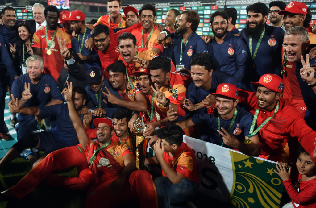 Cricket players of Islamabad United celebrate their victory at the end of the Pakistan Super League final match between Peshawar Zalmi and Islamabad United at the National Cricket Stadium in Karachi on March 25, 2018. / AFP PHOTO / RIZWAN TABASSUM (Photo credit should read RIZWAN TABASSUM/AFP/Getty Images)