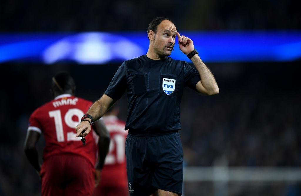 Referee Antonio Mateu Lahoz