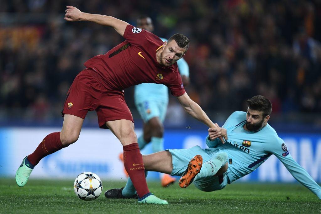 Gerard Pique (r) and Barcelona struggled defensively.