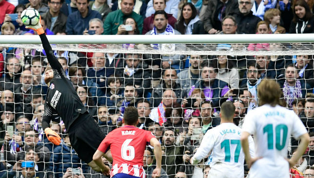 Jan Oblak saves a ball