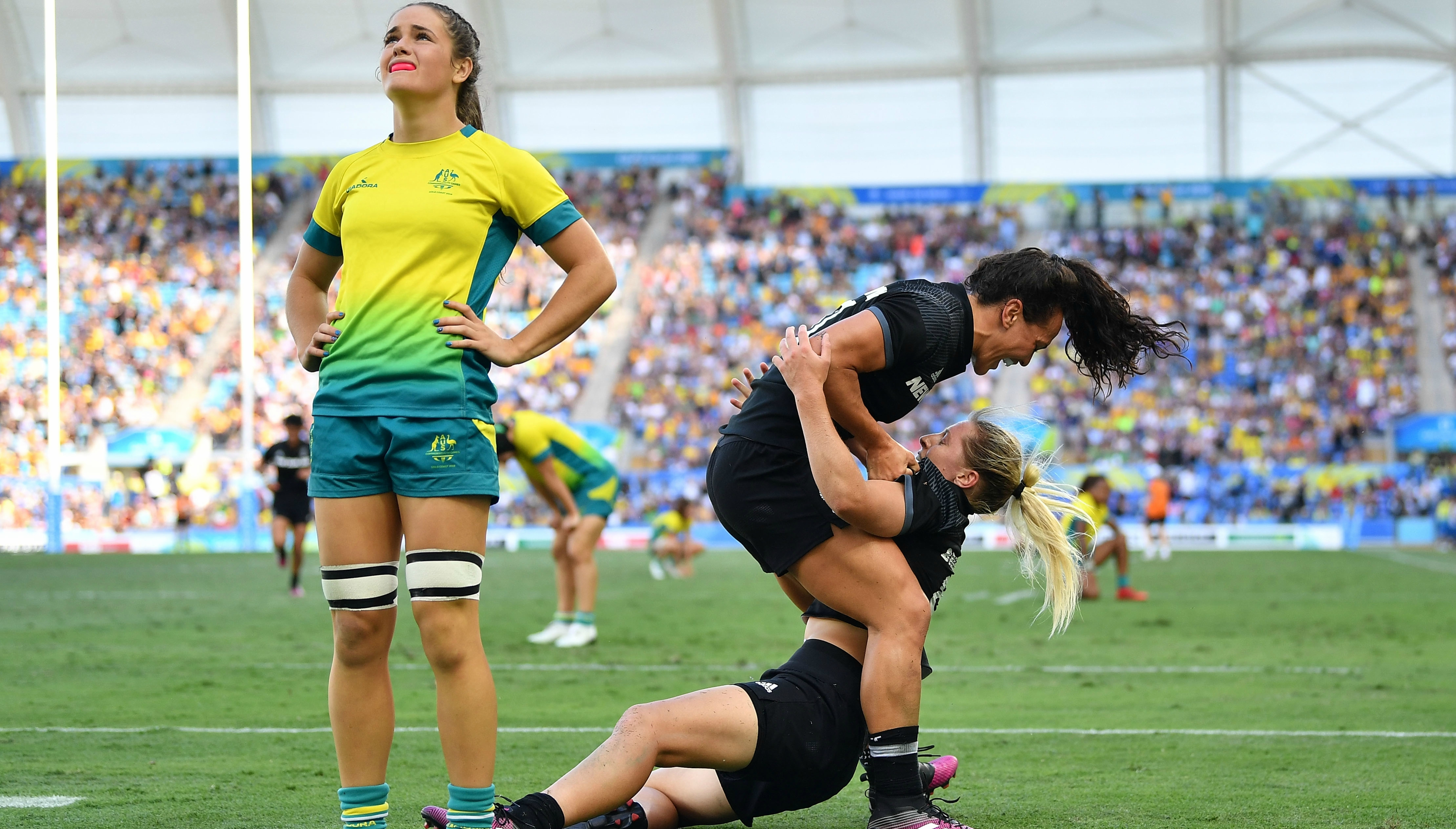 Games-Sensational Brazier try gives NZ women rugby sevens gold