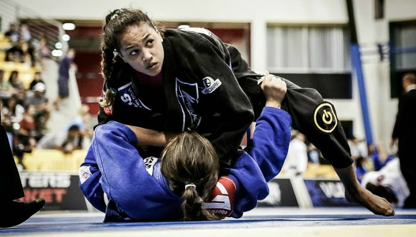 Paes (l) has a Brazilian Jiu-Jitsu family legacy to live up to, with her mother and father both black belts.