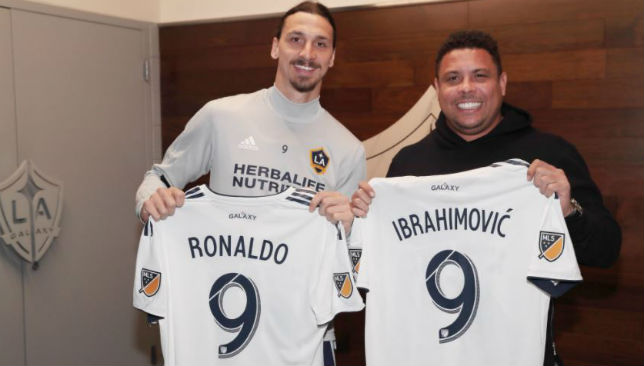 pretty nice 03633 c0b28 Ronaldo meets Zlatan Ibrahimovic and the LA Galaxy squad ...