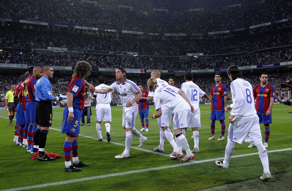 Madrid were given a guard of honour at the Nou Camp in 2008