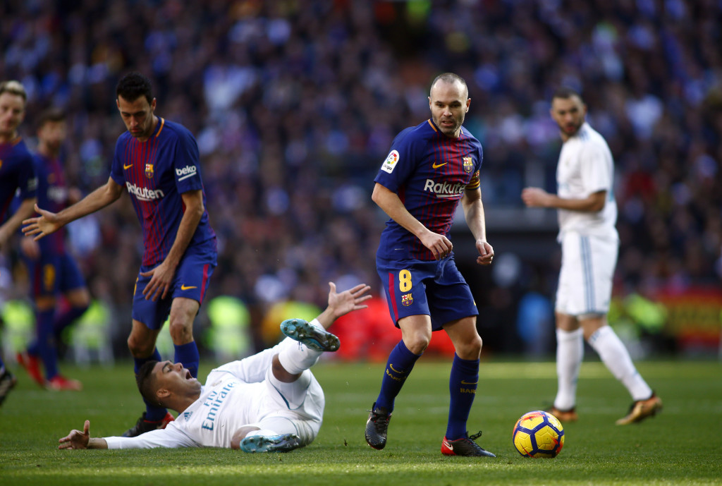 Barcelona's Sergi Roberto sent off for punch in feisty El Clasico