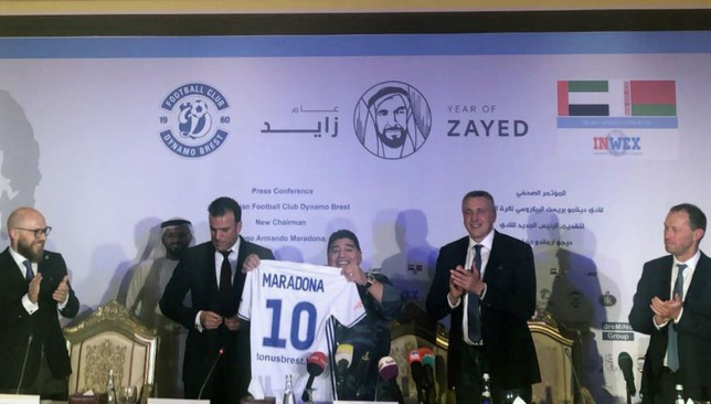 Diego Maradona with the Dynamo Brest shirt at his presentation in Abu Dhabi (Twitter/@dynamobrest).