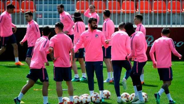 Diego Costa (C) speaks with teammates