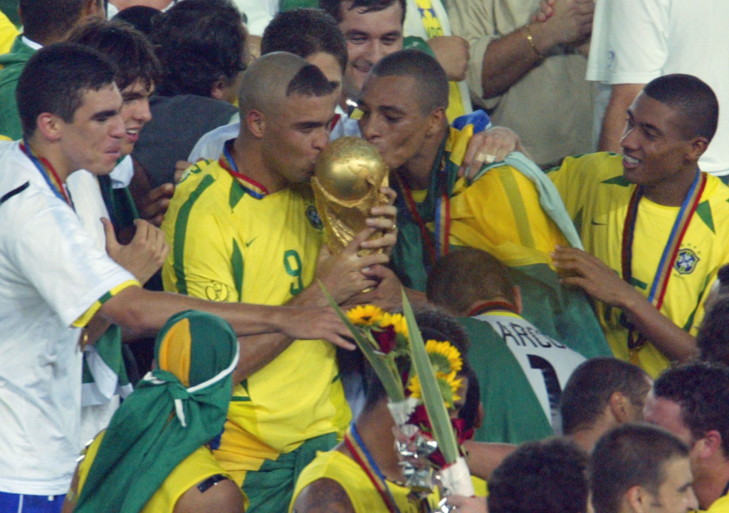 Gilberto Silva (r) won the World Cup with Brazil in 2002.