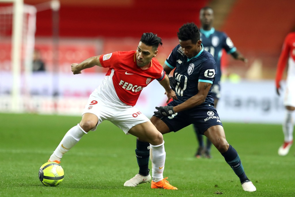 Monaco's Colombian forward Radamel Falcao (L) vies with Lille's Brazilian forward Thiago Mendes (L) during the French L1 football match Monaco vs Lille on March 16, 2018 at the Louis II Stadium in Monaco. / AFP PHOTO / VALERY HACHE (Photo credit should read VALERY HACHE/AFP/Getty Images)