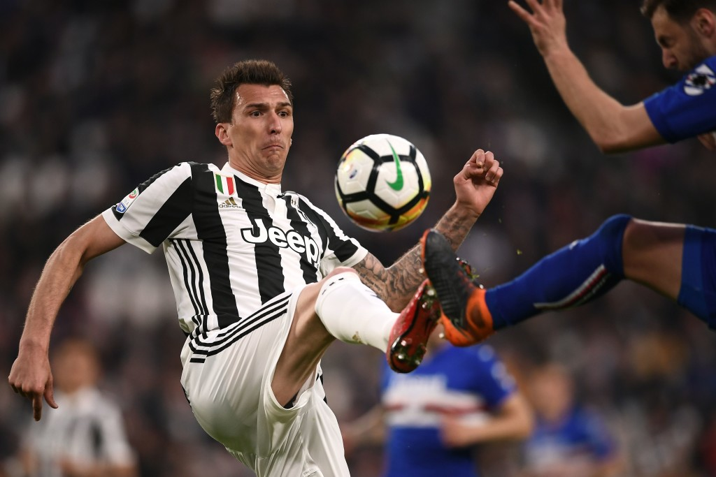 Juventus' Croatian forward Mario Mandzukic (L) vies for the ball with Sampdoria's Italian defender Jacopo Sala during the Italian Serie A football match between Juventus and Sampdoria on April 15, 2018 at Allianz Stadium in Turin. / AFP PHOTO / MARCO BERTORELLO (Photo credit should read MARCO BERTORELLO/AFP/Getty Images)