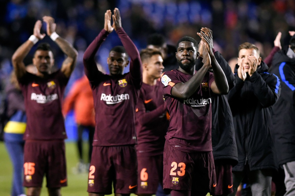 10-man Barcelona hold Real Madrid 2-2 in La Liga