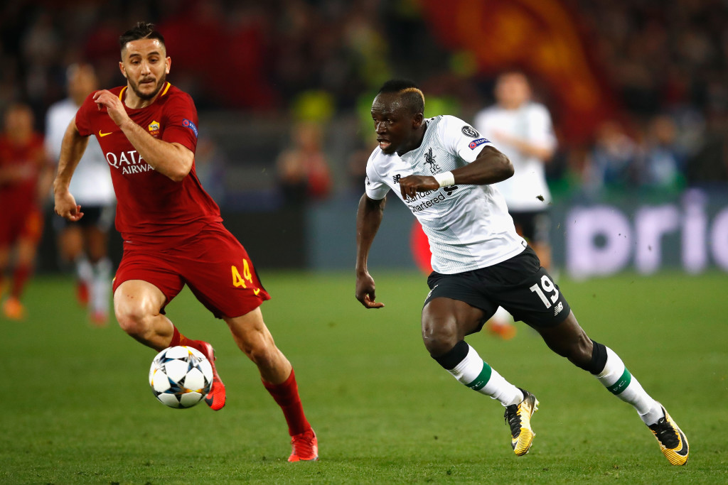 ROME, ITALY - MAY 02: Sadio Mane of Liverpool runs at Kostas Manolas of AS Roma during the UEFA Champions League Semi Final Second Leg match between A.S. Roma and Liverpool at Stadio Olimpico on May 2, 2018 in Rome, Italy. (Photo by Julian Finney/Getty Images)