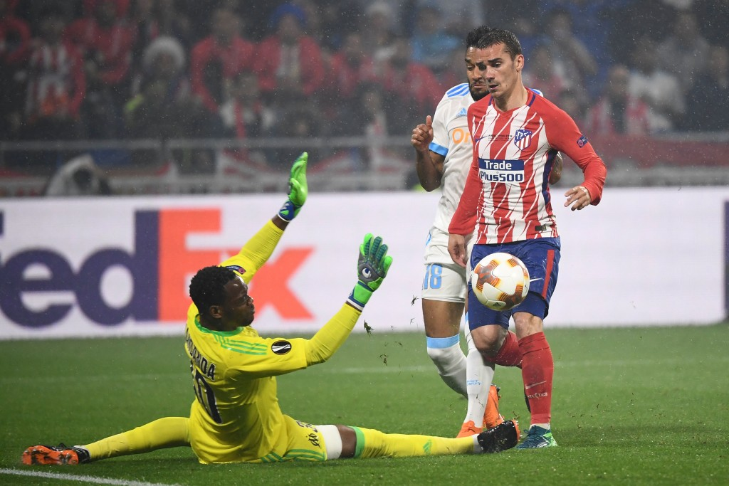 Atletico Madrid's French forward Antoine Griezmann scores the second goal past Marseille's French goalkeeper Steve Mandanda during the UEFA Europa League final football match between Olympique de Marseille and Club Atletico de Madrid at the Parc OL stadium in Decines-Charpieu, near Lyon on May 16, 2018. (Photo by FRANCK FIFE / AFP) (Photo credit should read FRANCK FIFE/AFP/Getty Images)