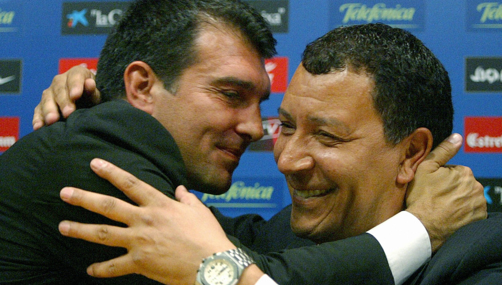 Barcelona's President Joan Laporta embraces Ten Cate during his final Camp Nou press conference before joining Ajax in 2006.