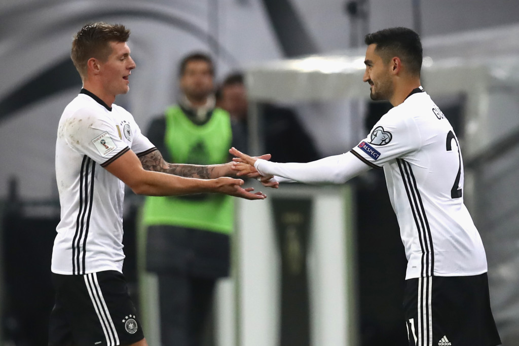 Can Gundogan and Kroos play together?