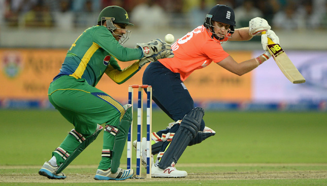 Joe Root cuts past Sarfraz Ahmed.