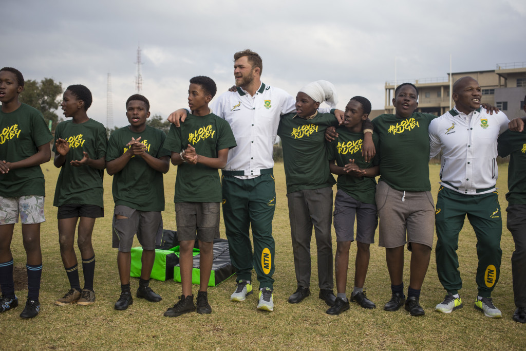 Duane Vermeulen (centre) at a coaching clinic in South Africa.