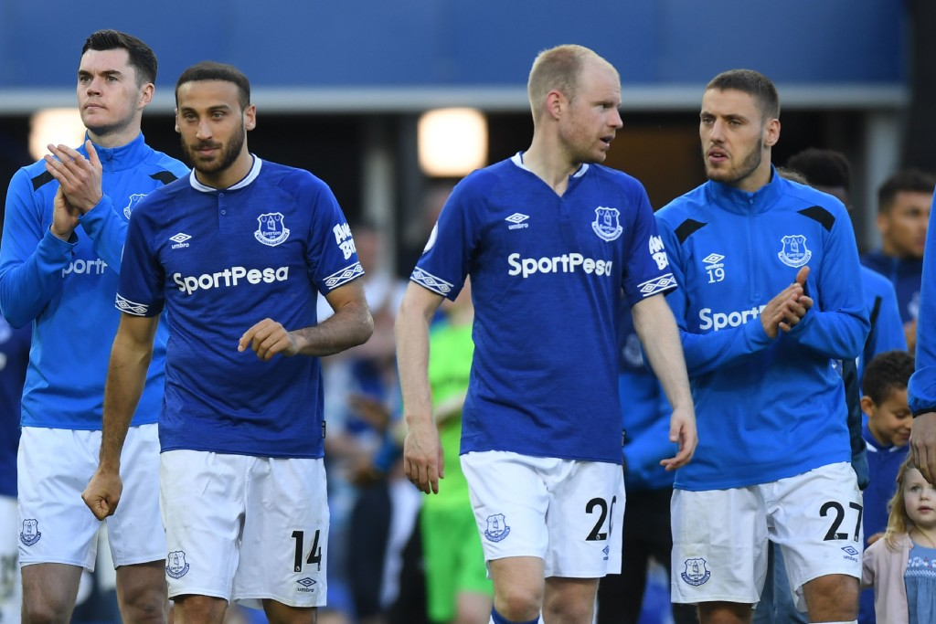 Everton's Turkish striker Cenk Tosun (L), Everton's Dutch midfielder Davy Klaassen (C) and Everton's Croatian striker Nikola Vlasic make a walkabout on the field after the English Premier League football match between Everton and Southampton at Goodison Park in Liverpool, north west England on May 5, 2018. (Photo by Paul ELLIS / AFP) / RESTRICTED TO EDITORIAL USE. No use with unauthorized audio, video, data, fixture lists, club/league logos or 'live' services. Online in-match use limited to 75 images, no video emulation. No use in betting, games or single club/league/player publications. / (Photo credit should read PAUL ELLIS/AFP/Getty Images)