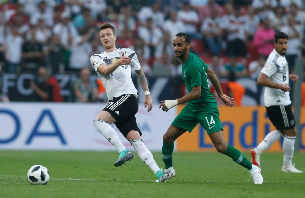 Marco Reus (l) registered his first Germany assist in 1,736 days.