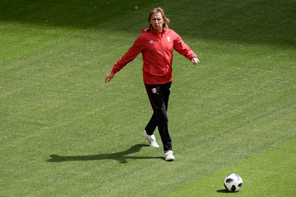 Peru's coach Ricardo Gareca attends a training session at Mordovia Arena.