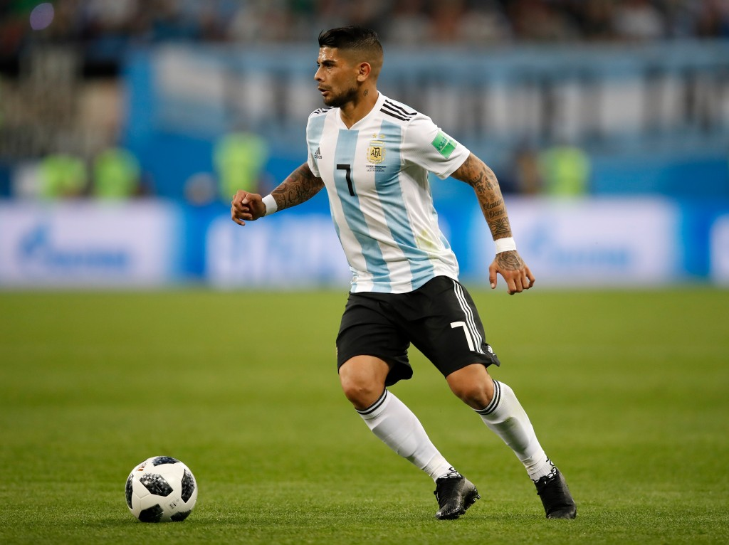 SAINT PETERSBURG, RUSSIA - JUNE 26: Ever Banega of Argentina in action during the 2018 FIFA World Cup Russia group D match between Nigeria and Argentina at Saint Petersburg Stadium on June 26, 2018 in Saint Petersburg, Russia. (Photo by Julian Finney/Getty Images)