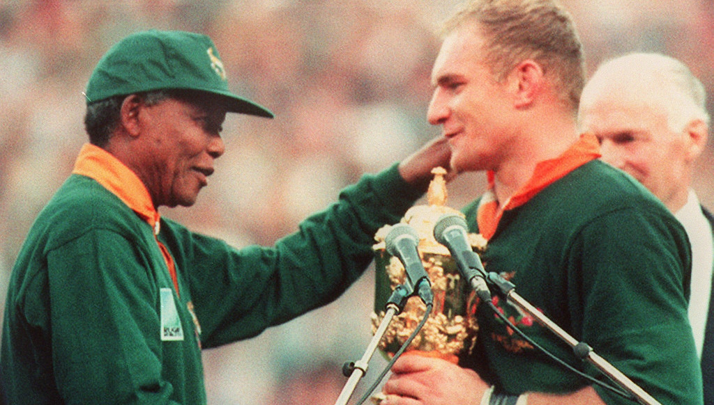 Mandela hands the World Cup over to Springboks skipper Francois Pienaar.