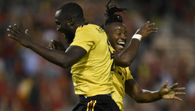 Michy Batshuayi (R) celebrates with Belgium's forward Romelu Lukaku