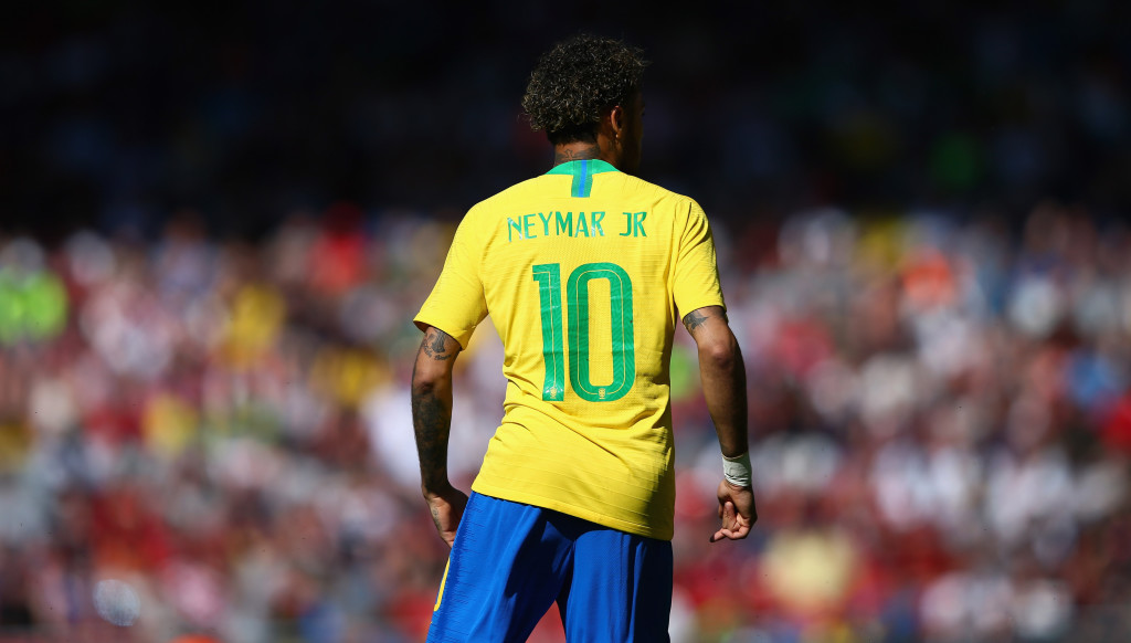 Neymar showed no ill effects of the injury that had sidelined him since February.