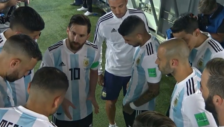 Messi delivers his half-time sermon.