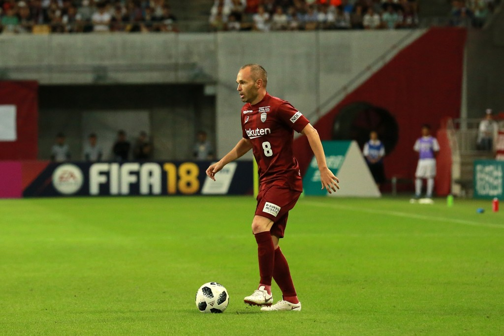 KOBE, JAPAN - JULY 22:  (EDITORIAL USE ONLY) Andres Iniesta of Vissel Kobe in action during the J.League J1 match between Vissel Kobe and Shonan Bellmare at Noevir Stadium Kobe on July 22, 2018 in Kobe, Hyogo, Japan.  (Photo by Buddhika Weerasinghe/Getty Images)