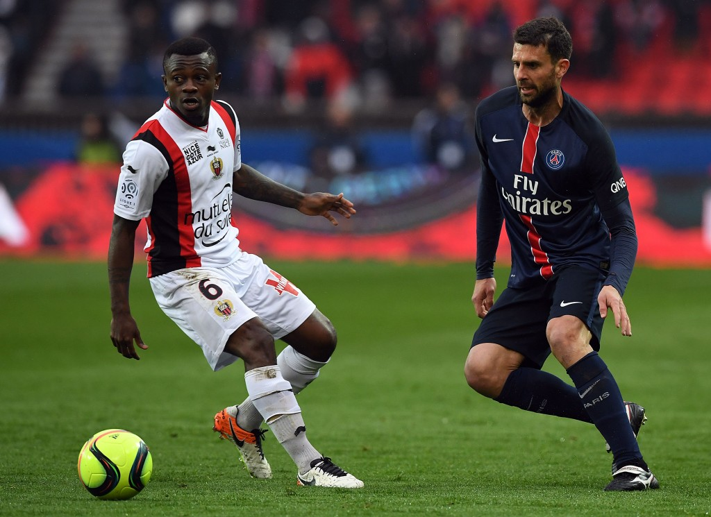 Nice's Ivorian midfielder Jean Michel Seri (L) vies with Paris Saint-Germain's Italian midfielder Thiago Motta during the French L1 football match between Paris Saint-Germain and Nice at the Parc des Princes stadium in Paris on April 2, 2016. AFP PHOTO / FRANCK FIFE / AFP / FRANCK FIFE (Photo credit should read FRANCK FIFE/AFP/Getty Images)