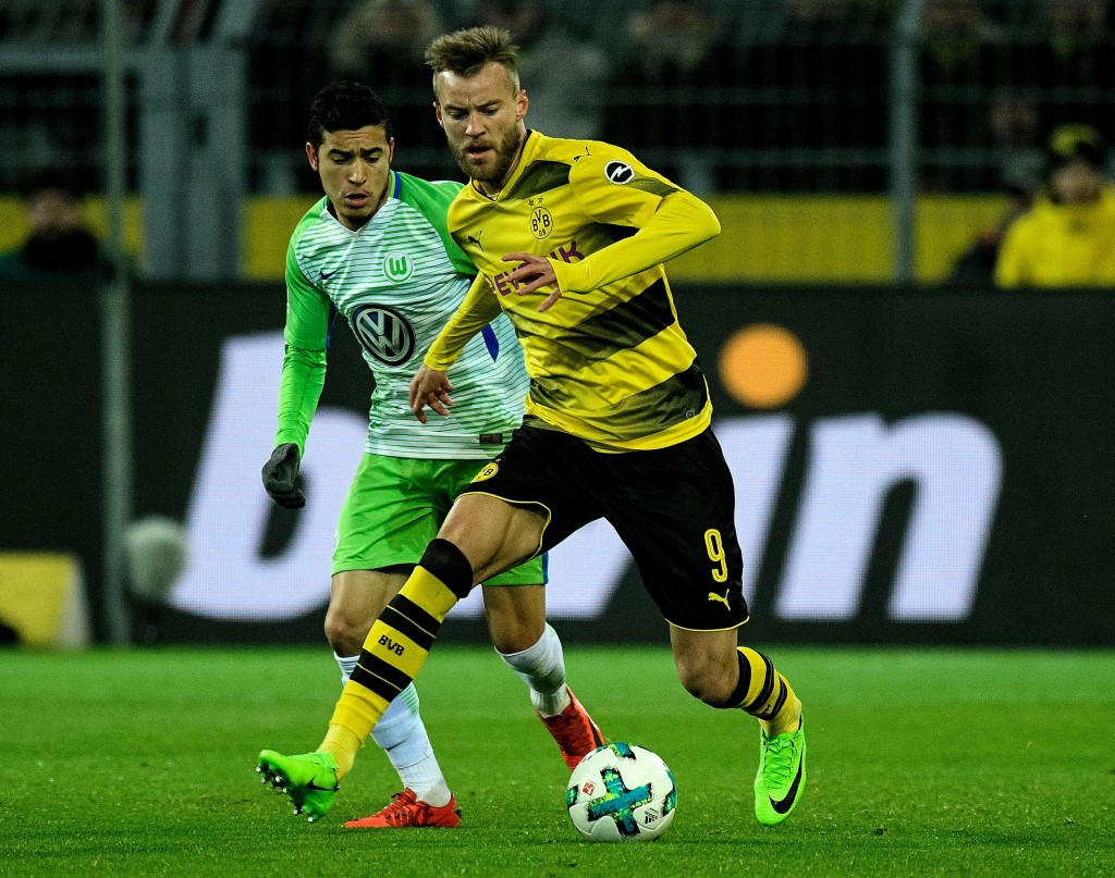 Dortmund's Ukrainian forward Andriy Yarmolenko (R) and Wolfsburg's Brazilian defender William vie for the ball during the German first division Bundesliga football match BVB Borussia Dortmund vs VfL Wolfsburg, in Dortmund, western Germany, on January 14, 2018. / AFP PHOTO / Sascha SCHÜRMANN / RESTRICTIONS: DURING MATCH TIME: DFL RULES TO LIMIT THE ONLINE USAGE TO 15 PICTURES PER MATCH AND FORBID IMAGE SEQUENCES TO SIMULATE VIDEO. == RESTRICTED TO EDITORIAL USE == FOR FURTHER QUERIES PLEASE CONTACT DFL DIRECTLY AT + 49 69 650050 (Photo credit should read SASCHA SCHURMANN/AFP/Getty Images)
