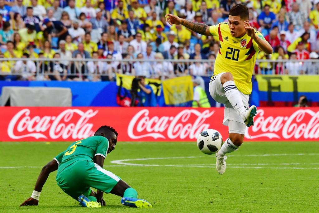 Colombia's midfielder Juan Quintero (R) challenges Senegal's midfielder Idrissa Gana Gueye during the Russia 2018 World Cup Group H football match between Senegal and Colombia at the Samara Arena in Samara on June 28, 2018. (Photo by Luis Acosta / AFP) / RESTRICTED TO EDITORIAL USE - NO MOBILE PUSH ALERTS/DOWNLOADS (Photo credit should read LUIS ACOSTA/AFP/Getty Images)