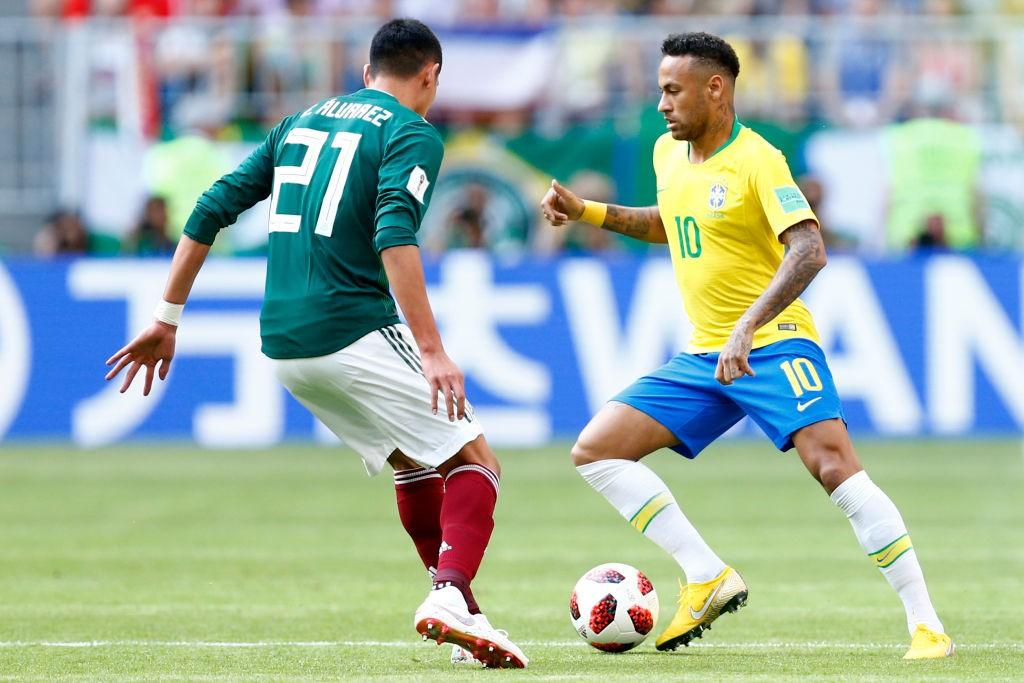 Neymar (r) got the better of Edson Alvarez.