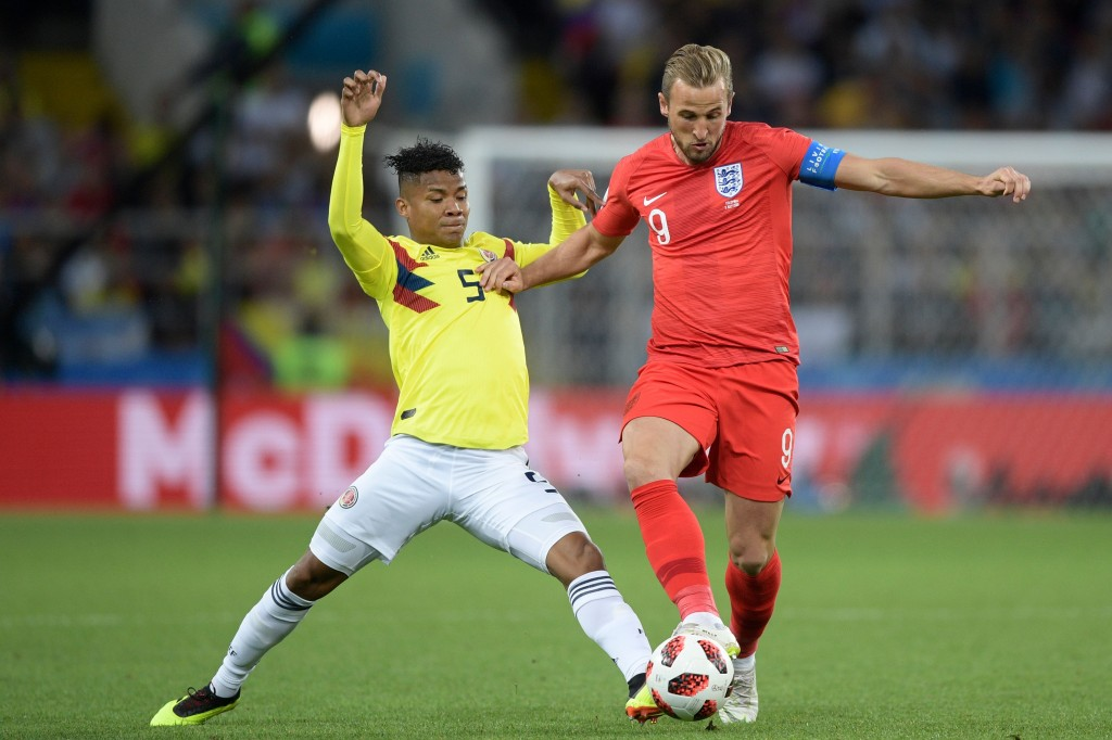 TOPSHOT - Colombia's midfielder Wilmar Barrios (L) vies with England's forward Harry Kane during the Russia 2018 World Cup round of 16 football match between Colombia and England at the Spartak Stadium in Moscow on July 3, 2018. (Photo by Juan Mabromata / AFP) / RESTRICTED TO EDITORIAL USE - NO MOBILE PUSH ALERTS/DOWNLOADS (Photo credit should read JUAN MABROMATA/AFP/Getty Images)