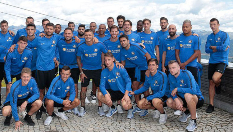 Awkward: Ivan Perisic (r) doesn't look thrilled in this pre-season squad picture last summer.