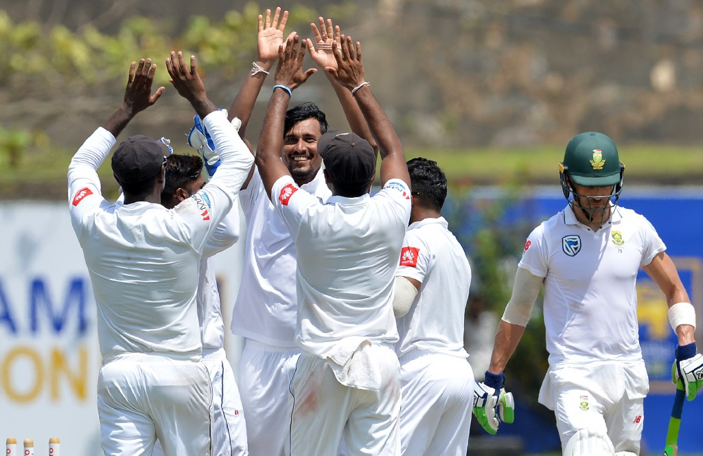 Suranga Lakmal (C) celebrates with teammates after he dismissed South Africa's captain Faf du Plessis (R)