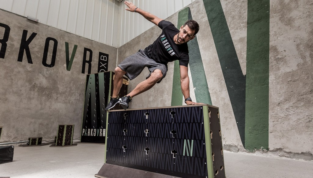 Vault: One hand and one leg on the object