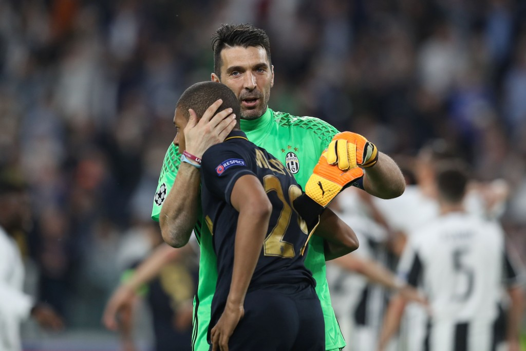 Buffon consoled Mbappe after their Champions League encounter in 2017.