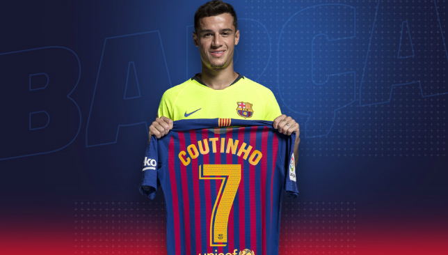 Coutinho with his new Barcelona No7 shirt.